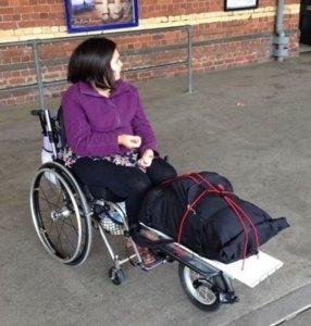 Freewheel auxiliar de propulsão para cadeiras de rodas
