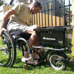 Freewheel auxiliar de propulsão para cadeiras de rodas manuais