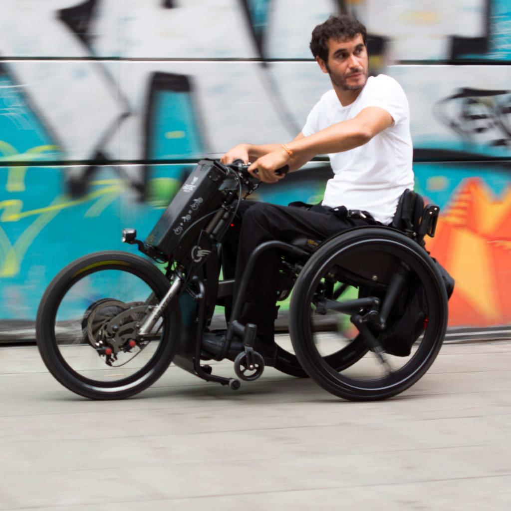 auxiliar de propulsao para cadeira de rodas